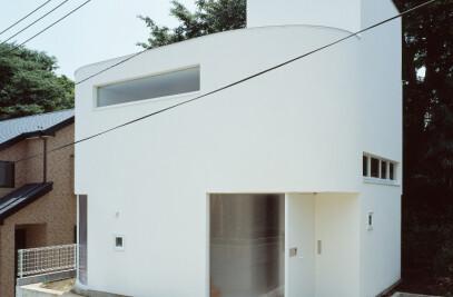 Corner-less House