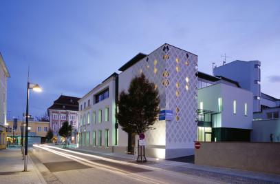 Bank and Office Building Kaiser-Josef-Platz