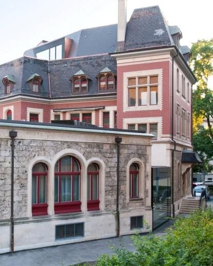 a 100-years-old Parish Centre in Zurich