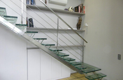 Trescalini - Glass and stainless steel staircase, quarter turn : Linea