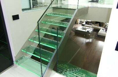 Mix Elite and Gravity glass and stainless steel staircase with led light