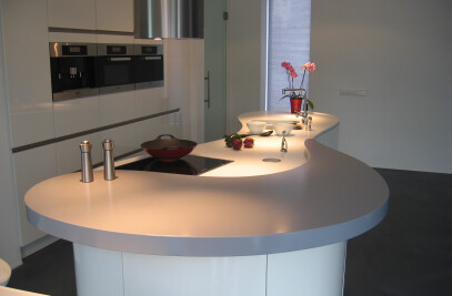 highgloss kitchen in organic form