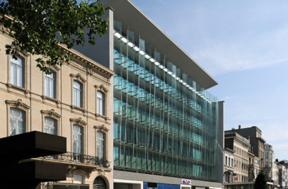 W16 - Mixed development; renovation + extension of an office building & commercial spaces
