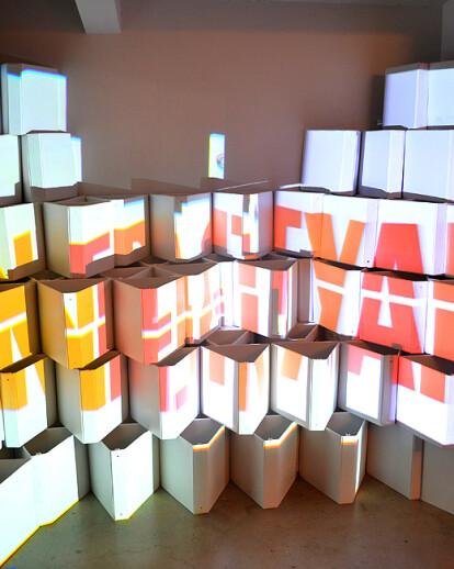 Visual Binding: 3D Mapped Folders