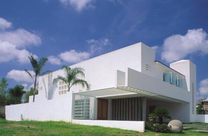 Puerta de hierro house