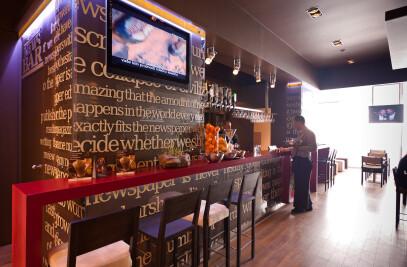 Cafe bar News Bar