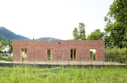 HOUSE 712