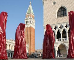 Venice illuminations sculpture