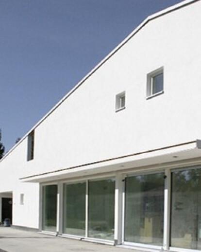 2113 Concrete block house