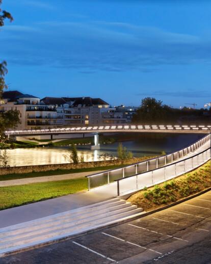 Footbridge over the Marne