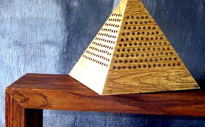 pyramida lamp