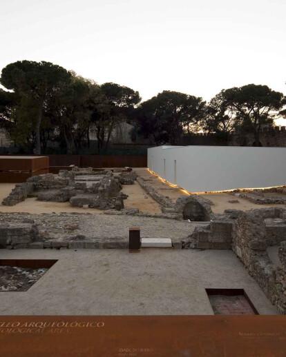 Palimpsest and Palindrome: The Musealization of the São Jorge Castle's Praça Nova Archeological Site