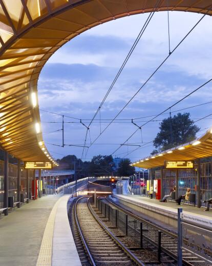 City-Rail-Station Zoo / Flora