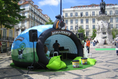 The Luna. The Inflatable Pop-Up shop that will install in minutes!
