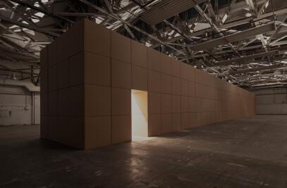 318 prepared dc-motors, cork balls, cardboard boxes 100x100x100cm | Zimoun 2013