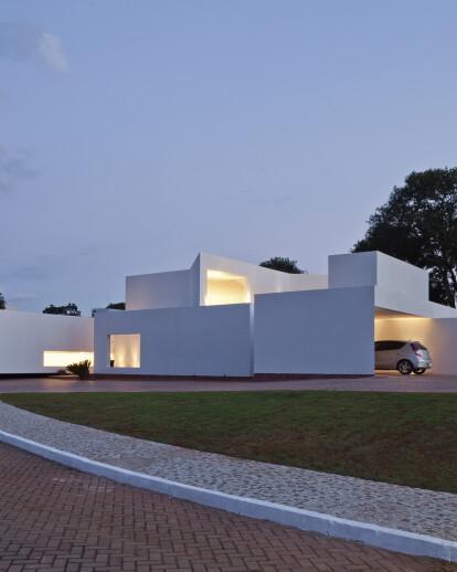 MIGLIARI GUIMARÃES HOUSE