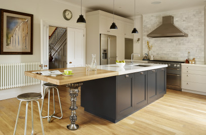 Two-tone kitchen