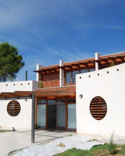 ALABAU ECO-HOUSE