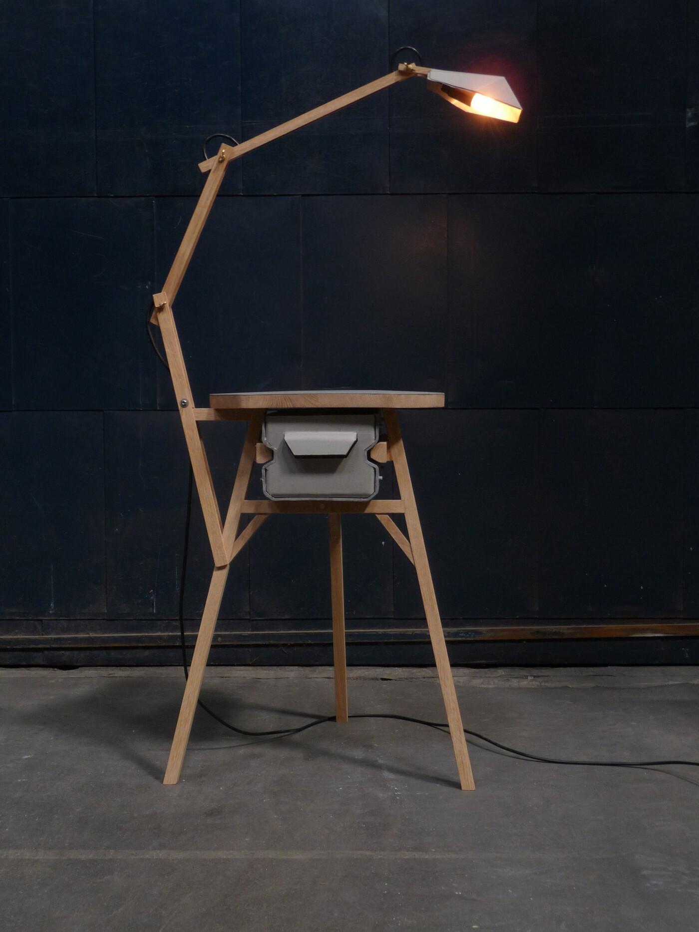 STOOL-LIGHT-DRESSER