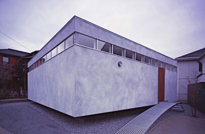 House IM – a box-shaped flexible residence