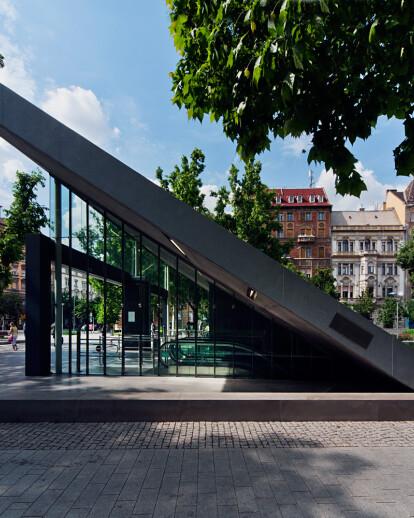 Budapest Metro Line 4, Rakoczi square station