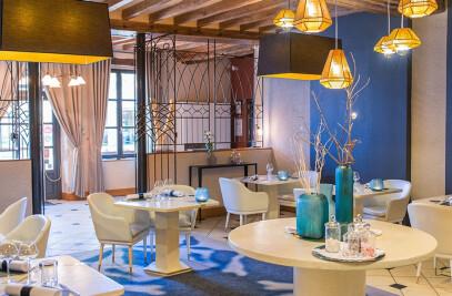 """Restaurant gastronomique """"La Maison d'à Côté"""" par C. Hay"""