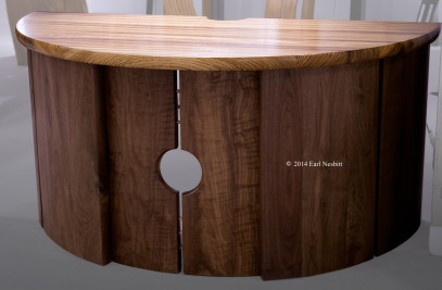 Dimidiated Orbicular Desk