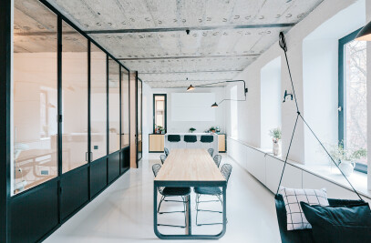 Black and white apartment in Moscow