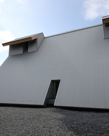 Home between Earth and Sky - Passive house with Sundial