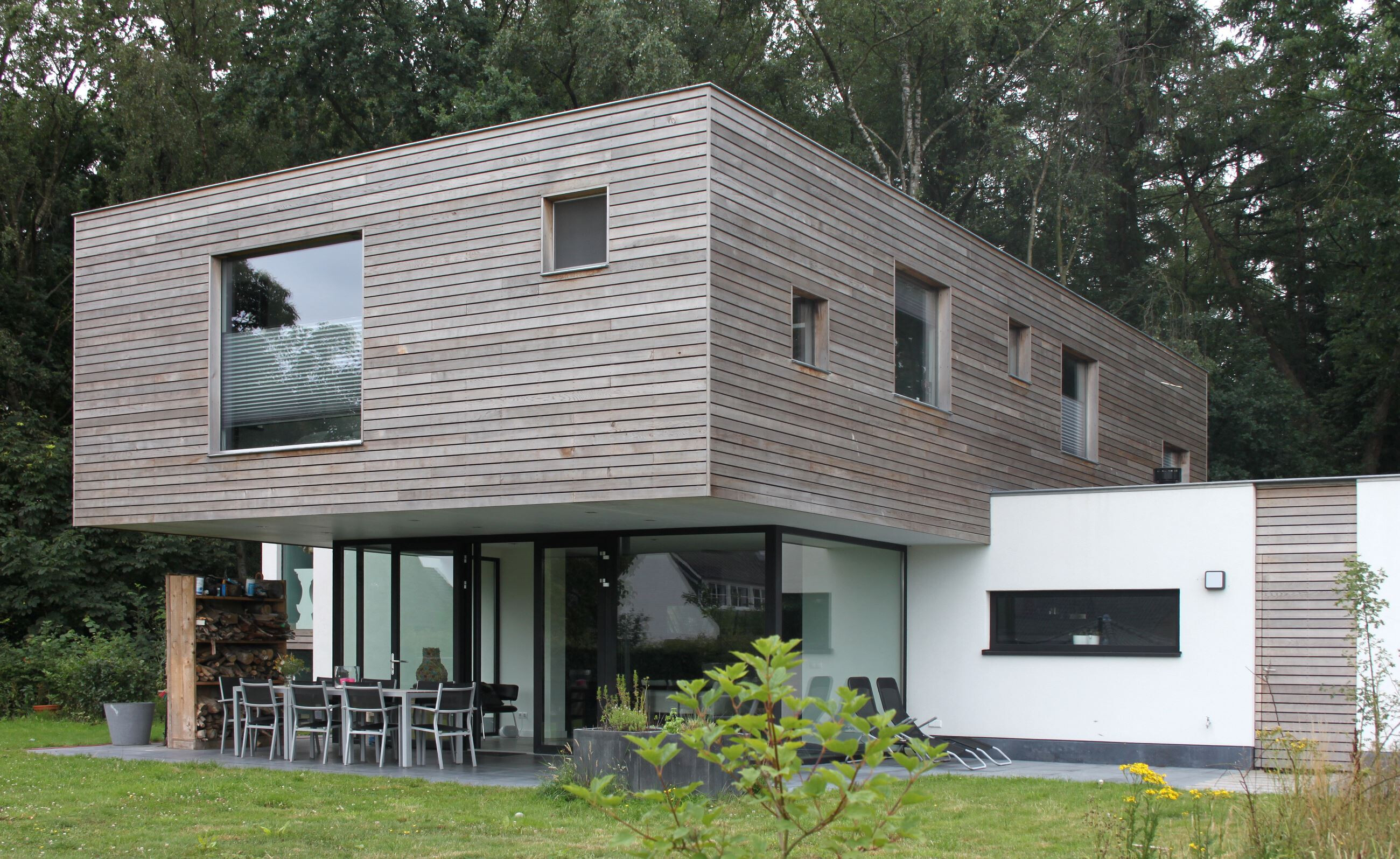 MINIMALISTIC HOUSE AT OIRSCHOT