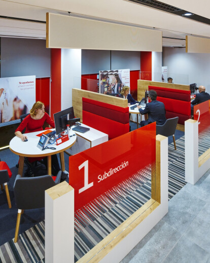 """""""Smart Red"""" – Santander's Branch Of The Future"""
