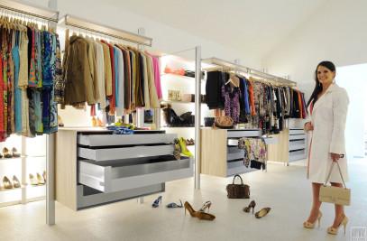 """Walk-in closet system """"Dress Wall"""""""