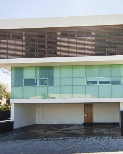 EM HOUSE