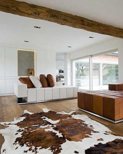 Bringing warmth to a pure white interior