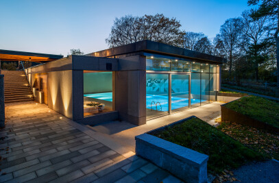 The Tynningo Pool House – Natural Indoor Harmony