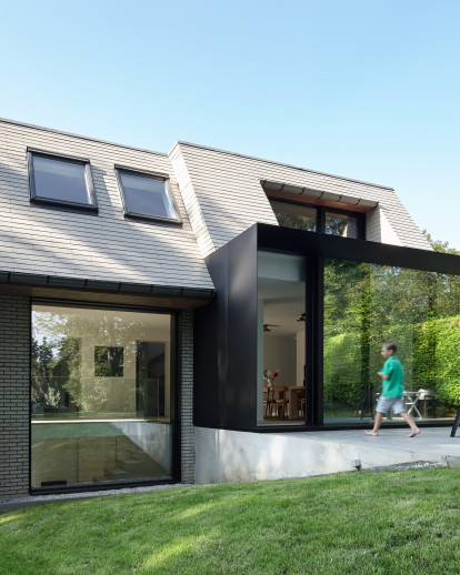 Renovation and extension of a Flemish villa by Edouard Brunet Architecte and François Martens