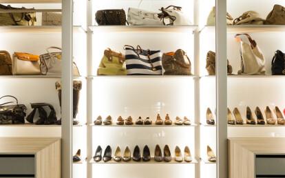 Modular walk-in closet system