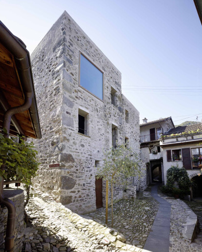 Conversion of old stone house in the village core of Scaiano