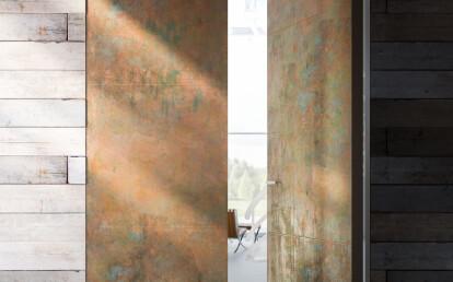 Linvisibile - Brezza - Filo 10 Vertical Pivot Door - Metal oxidated brass finish