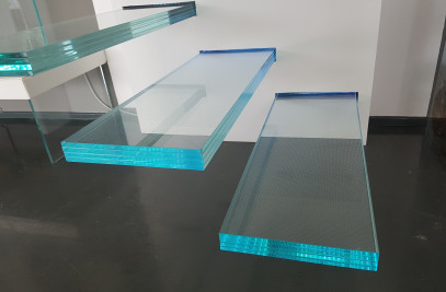 CANTILEVER HIGH RESISTANCE GLASS STEPS