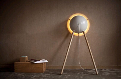 Leaning wall lamp