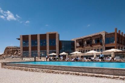 בריכות שחייה ציבוריות במלון - מבט על הבריכה