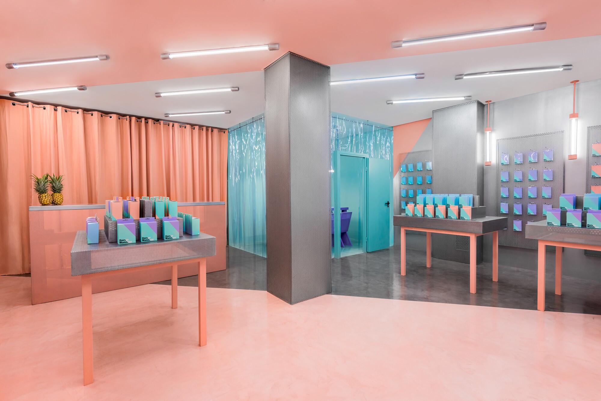 Doctor Manzana's second store