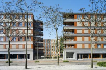 Residential block Patio-sevilla garden in Ceramique district