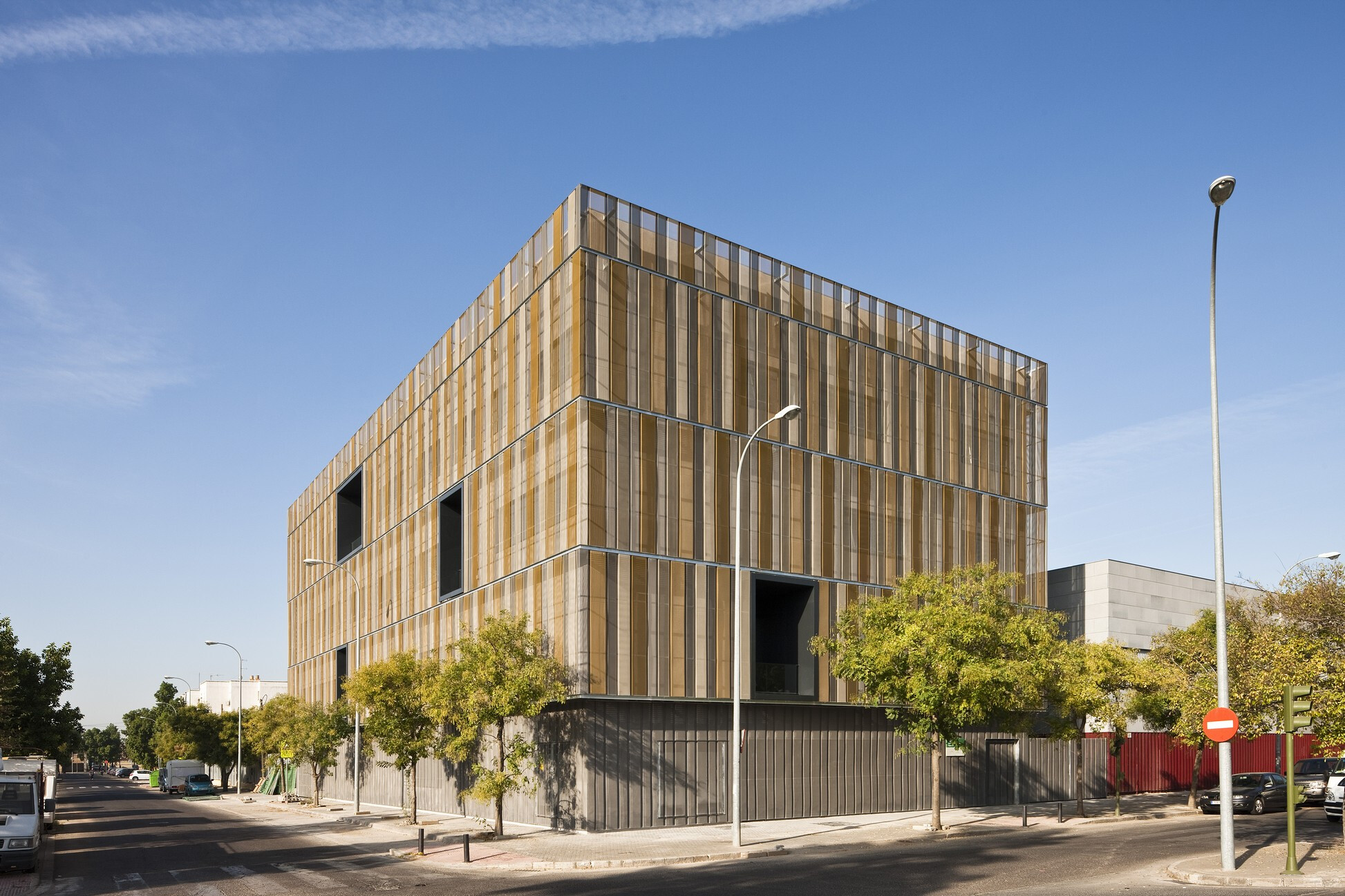 Social Building in Avenida de la Paz in Seville
