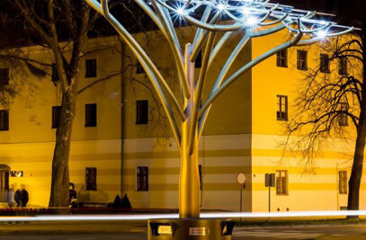"""Smart solar tree"" in Ludbreg with TEM modular sockets and USB charger"