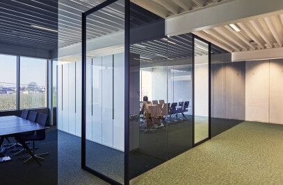 Office with Portapivot 6530 XL pivoting doors