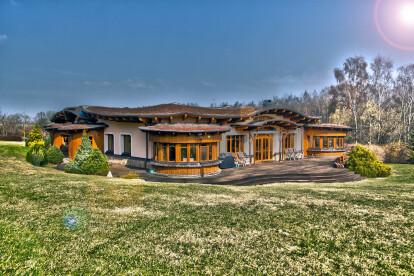 Organic villa with inner atrium