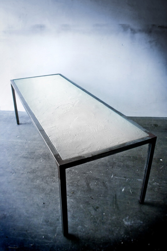 Table in resin and itched iron