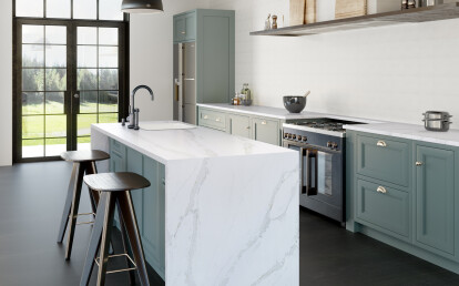 Eternal Calacatta Gold captures the essence of Calacatta marble and features large grey veins with a touch of elegant gold detail on a pure white base.